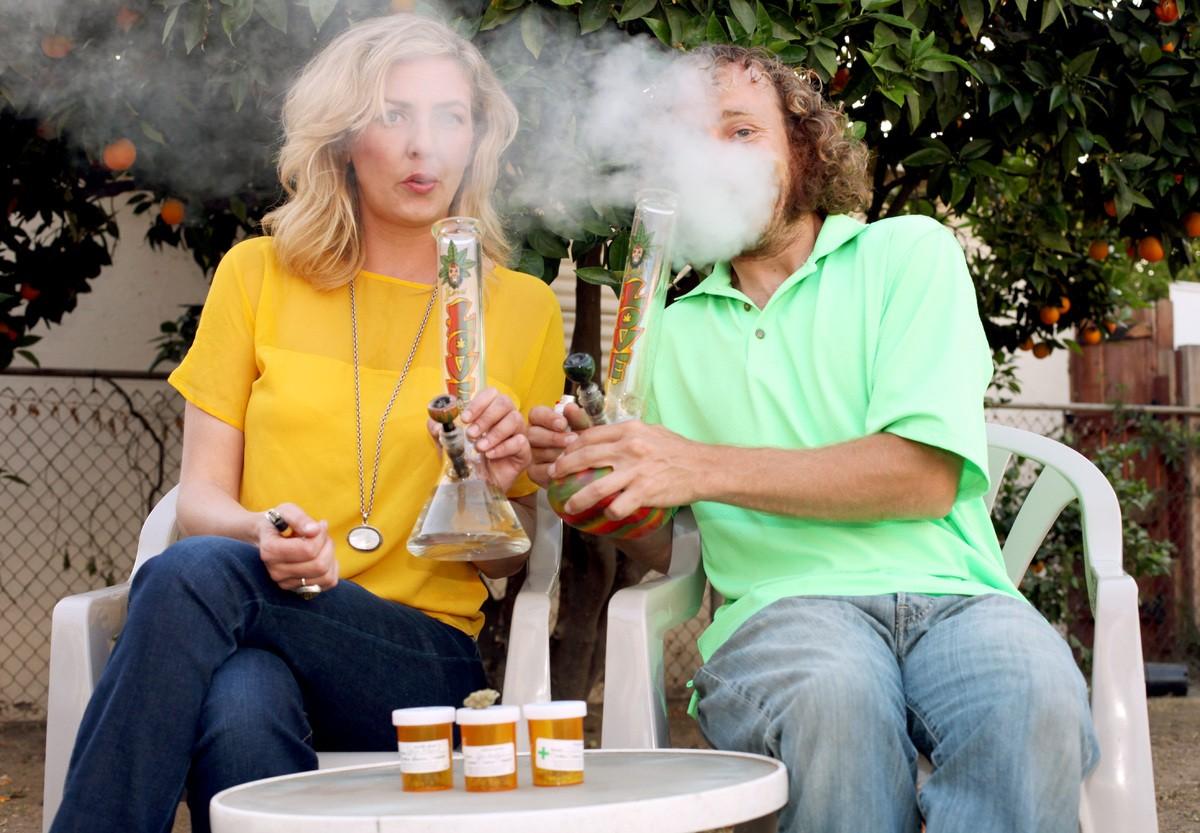 Marijuana-Smoking-Mums pixanews-7